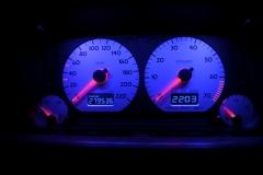 Ezüst számlap, kék háttér, kék inverz LCD, világítós mutató